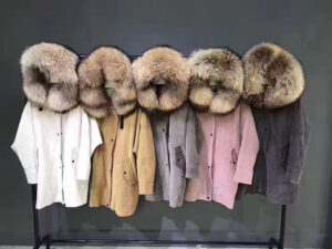 Парки с мехом: будь стильной даже в холодную погоду