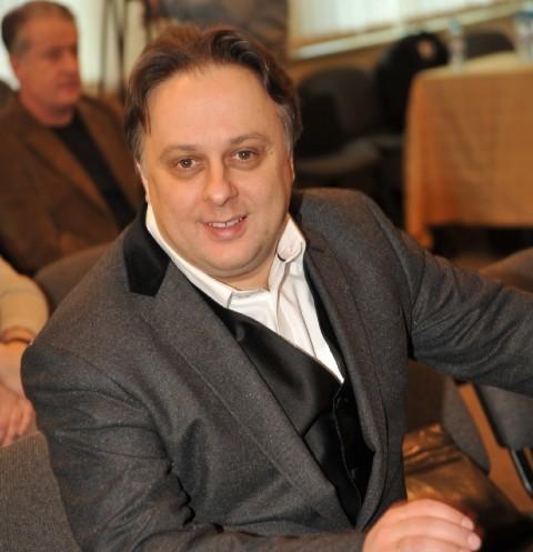 Новый скандал: на директора театра Вахтангова написали заявление в СК