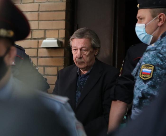 Выяснилось, кто стал новым адвокатом Михаила Ефремова