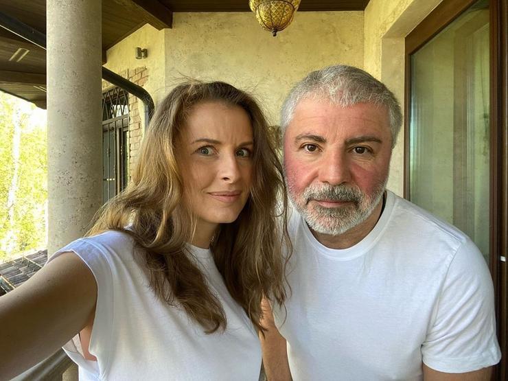 Павлиашвили похвалился нарядами жены