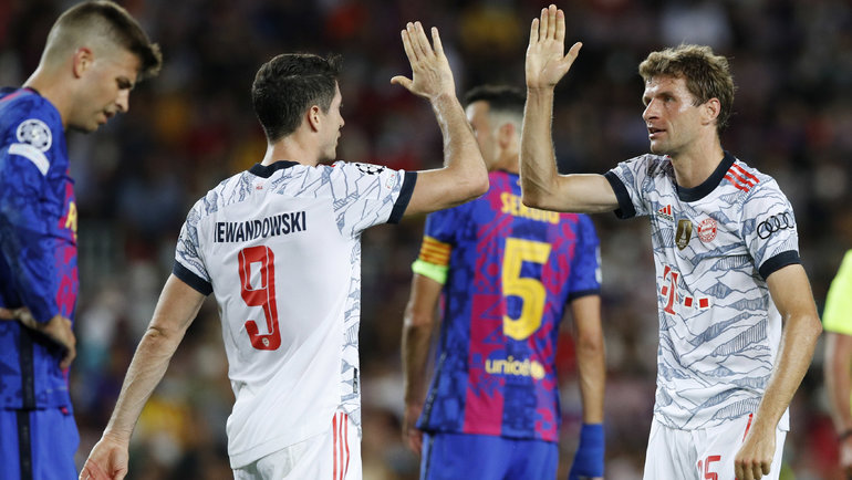 «Бавария» снова унизила «Барселону», Миранчук помог «Аталанте» спастись, белорусский судья устроил шоу вИспании