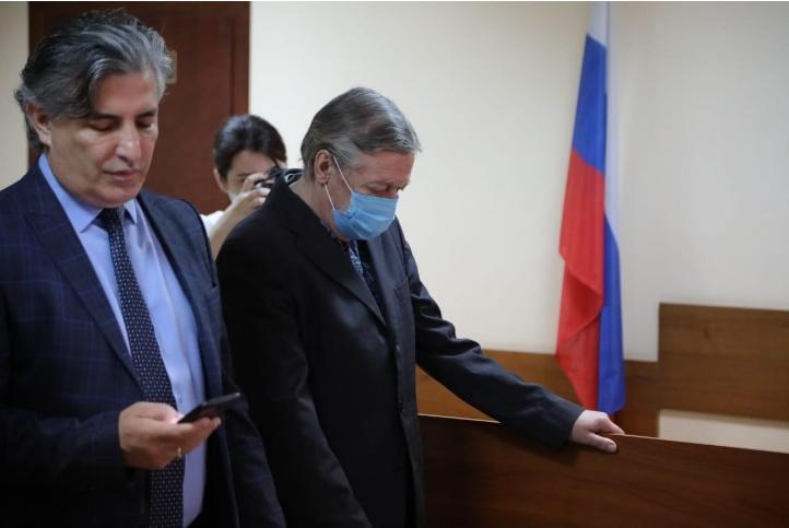 Компания-владелец фигурировавшего в ДТП с Ефремовым авто просит отменить приговор актеру