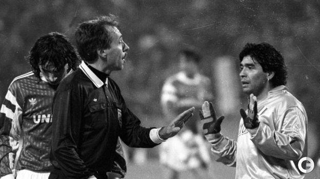 Марадоне— 60! Черчесов поздравляет Диего, ивспоминает, как «Спартак» обыграл «Наполи», ааргентинец несмог забить