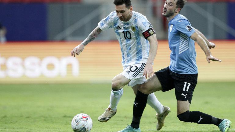 Месси снова превзошел Суареса, Аргентина справилась сразучившимся забивать Уругваем
