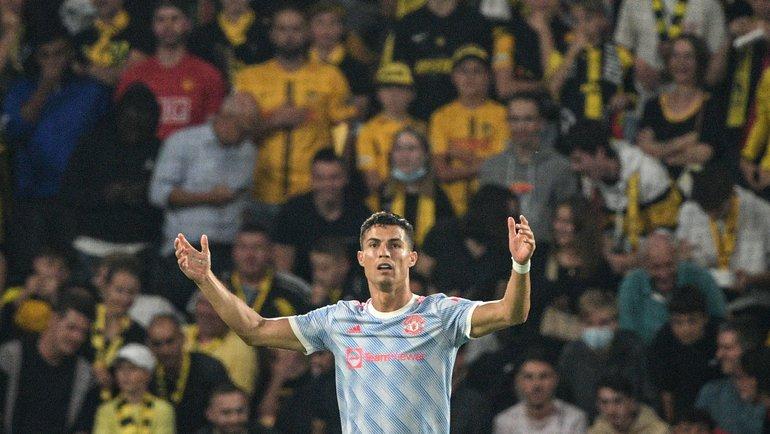 Роналду снова забил, повторил рекорд ипомог девушке-стюарду. Но «МЮ» погубили удаление идикая ошибка Лингарда